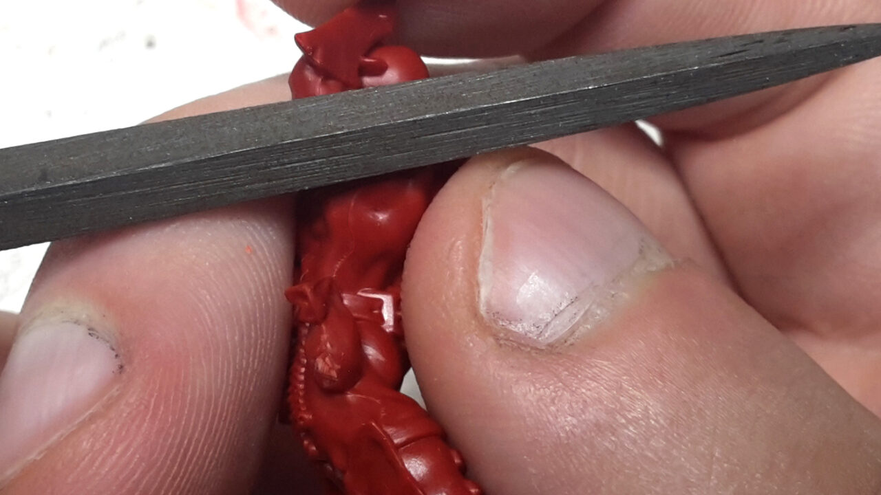 1 - Ébarbage de la figurine.