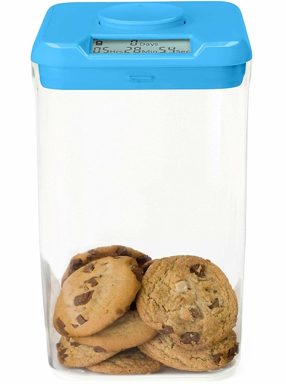 Une boîte en plastique disponible en plusieurs tailles, vendue sur Amazon ou Thekitchensafe.com