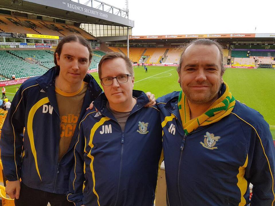 Hare est un amateur de foot depuis sa plus tendre enfance et il est supporter aujourd'hui du club de Norwich, en deuxième division anglaise.