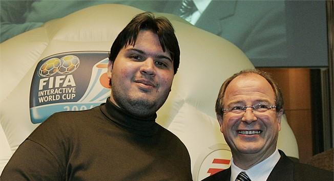 Thiago Carrico de Azevedo, premier champion de la FIFA Interactive World Cup sur FIFA 2005. Un Brésilien, inévitablement.