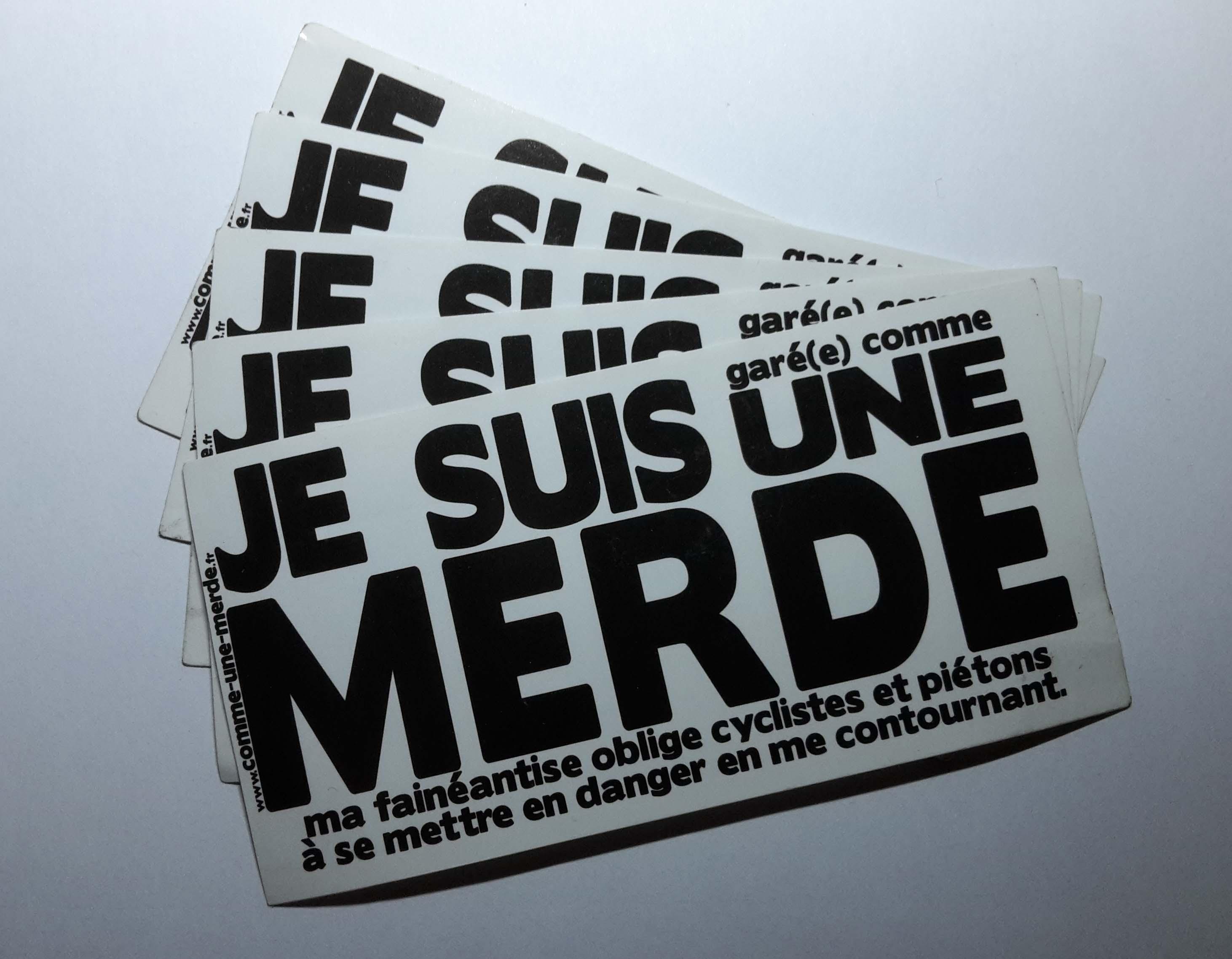 """Des """"collants pour auto"""" qui ne font pas de dommages mais qui soulagent, presque gratuit si vous les imprimez vous-même (sur comme-une-merde.fr), ou à partir de 5 euros les dix (sur garecommeunemerde.fr)."""