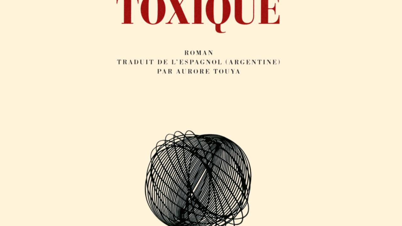Toxique, un court roman argentin de Samanta Schweblin, traduit par Aurore Touya et édité par Gallimard (14 € en livre papier ou 10 € en ebook).