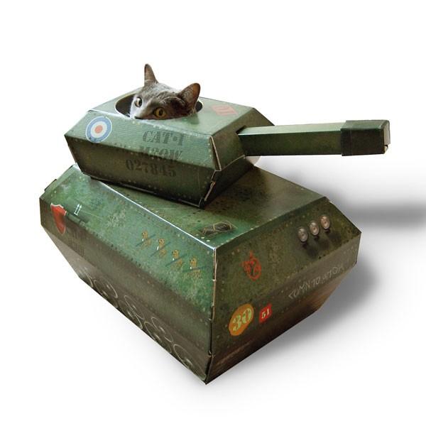 Le tank pour chats (existe aussi au format voiture ou camion de pompier), une connerie à 15 euros, chez Cat Playhouse.